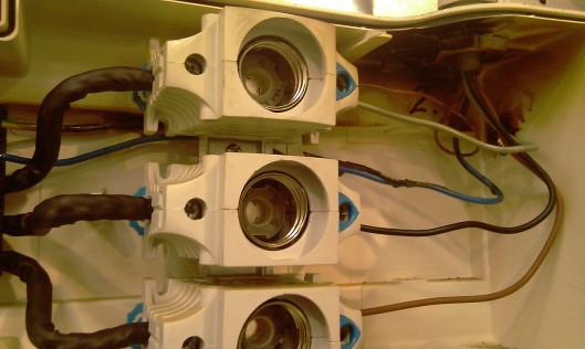 Groepenkast met kabel (rechts) voor lasapparaat
